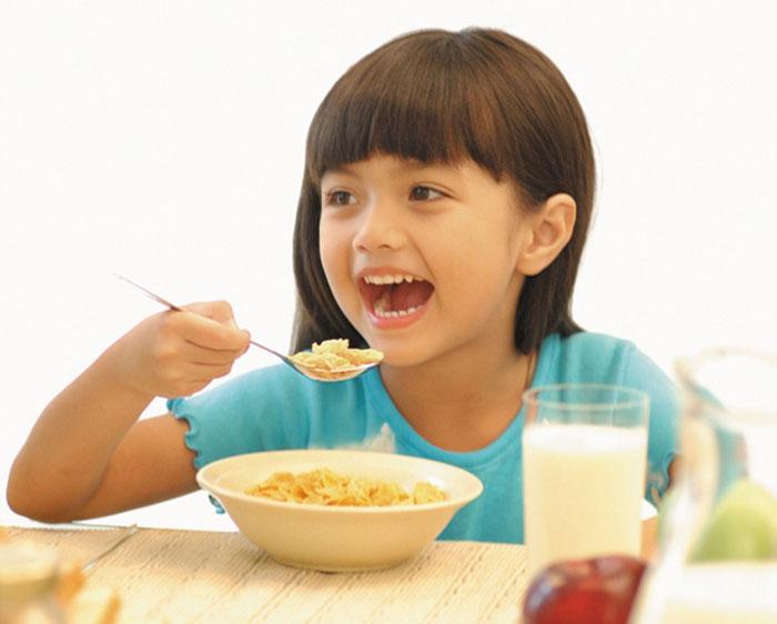 trẻ uống nhiều sữa nhưng vẫn không cao